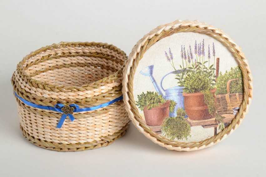 Плетем из трубочек корзиночки