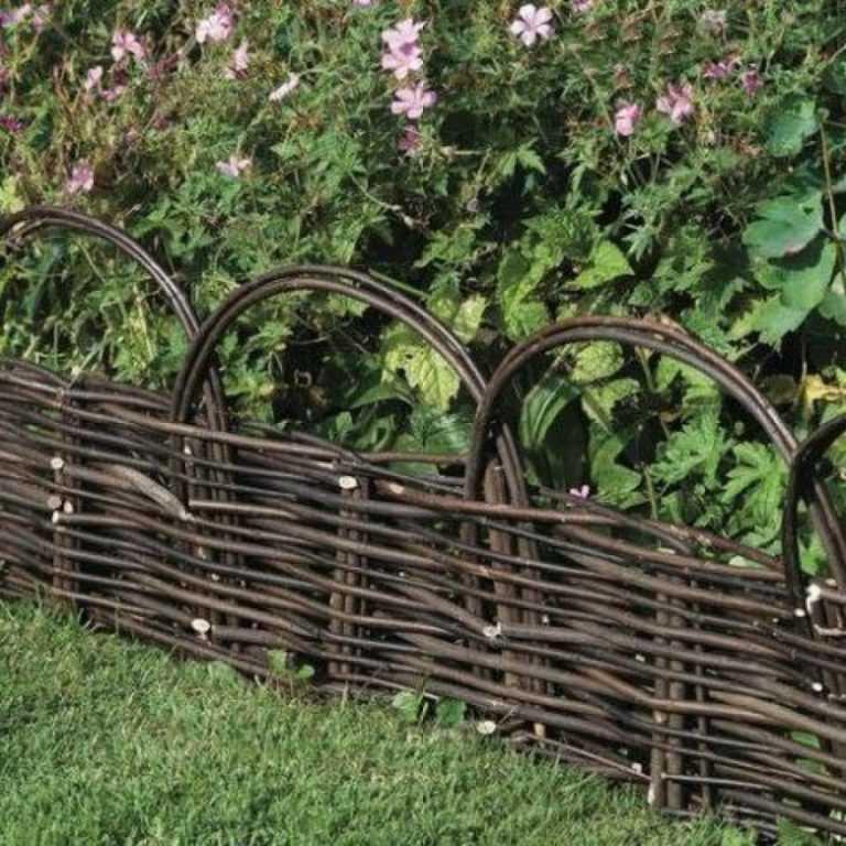 плетеный забор из веток своими руками фото земле