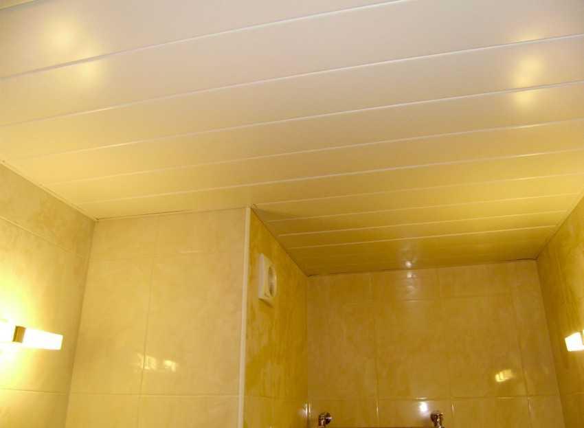 Как свои руками потолок в ванной 840