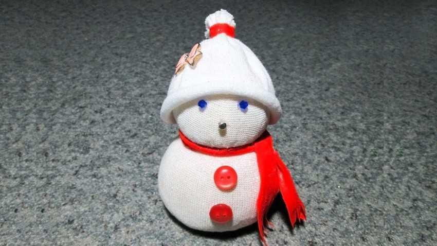 Украшение снеговика своими руками 26