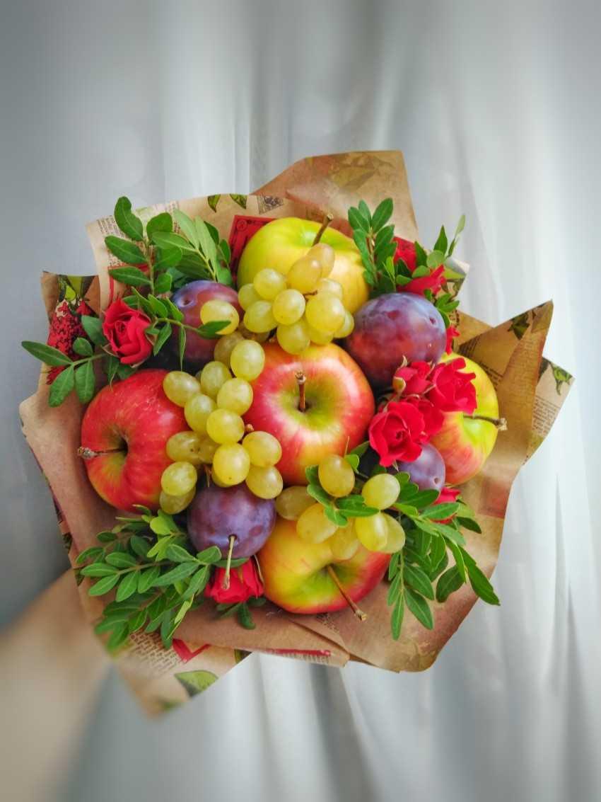 Buket-iz-fruktov-svoimi-rukami-2.jpeg